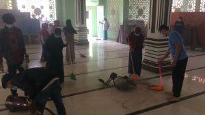 Kegiatan Bersih Mesjid Mahasiswa FSI UMRI