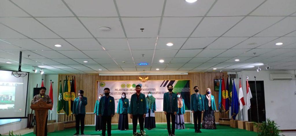 Wakil Dekan Fakultas Studi Islam Mohd. Ario Wahdi Elsye. S.E., M.E ketika membacakan Naskah Pelantikan ORMAWA FSI